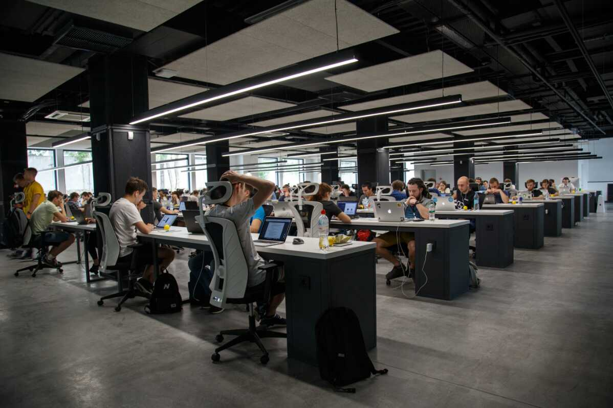 Why Startups Can Get the Best from Open-Plan Office?